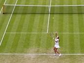SAMA V TRÁVĚ. Česká tenistka Petra Kvitová hraje 3. kolo Wimbledonu.