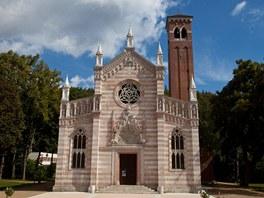 Kostel v Dub� postavil v roce 1898 italsk� architekt Bigaglio jako kopii