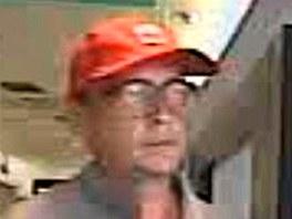 Muž, který přepadl banku na pražském Smíchově (21. června 2013)