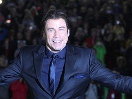 John Travolta na ve�ern� projekci filmu Pom�da v letn�m kin� (28. �ervna 2013)