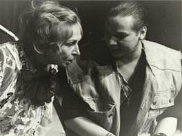 Marie Vikov� si v inscenaci Ku�ec� hlava zahr�la s Norbertem Lich�m.