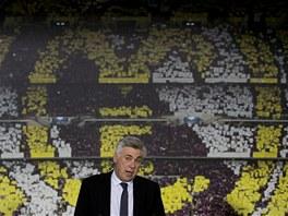 PTEJTE SE... Trenér Carlo Ancelotti odpovídá na otázky novinářů během tiskové