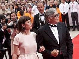 Ji�� Barto�ka a jeho man�elka Andrea na zah�jen� 48. ro�n�ku MFF Karlovy Vary