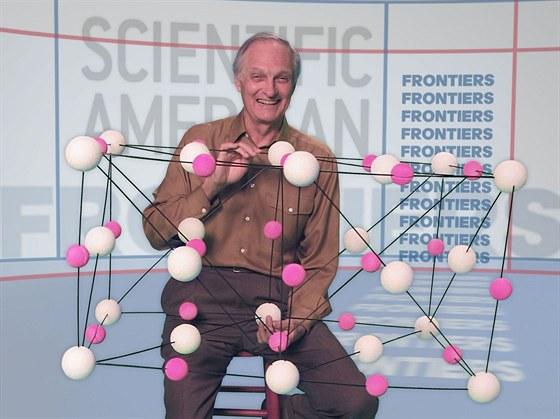 Alan Alda uváděl pořad Scientific American Frontiers pro PBS (americká...