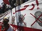 Masové protesty proti prezidentovi Mursímu před prezidentským palácem v Káhiře.