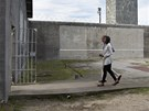 Barack Obama s man�elkou na n�v�t�v� ve v�zen� Robben Island, kde dr�eli mimo