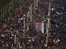 Statisícové protesty proti Mursímu před prezidentským palácem v Káhiře.