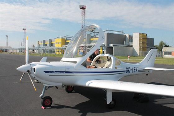 Předstartovní příprava na mariborském letišti. Počasí nám přeje.