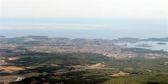 Tohle je Pula, nejjižnější město na Istrii. Za chvíli točíme k severu.