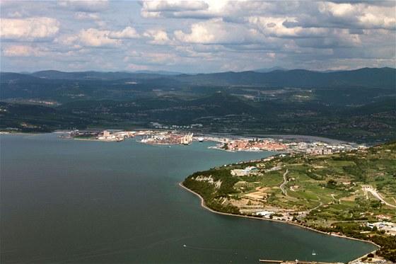 Na několik okamžiků se ocitáme ve slovinském vzdušném prostoru. Před námi...