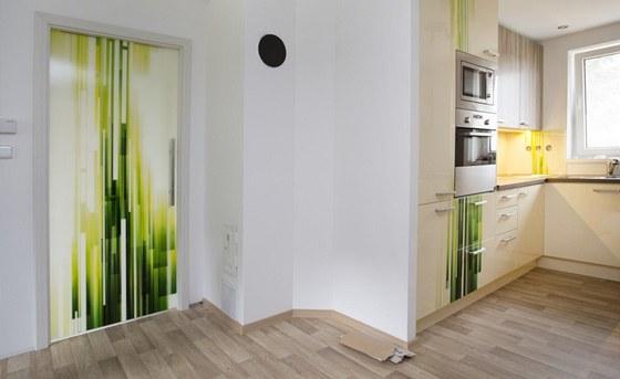 Grafický motiv  propojil obývací část s kuchyňskou.