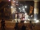 Příznivci svrženého prezidenta Muhammada Mursího (vzadu) se střetli s jeho