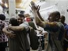 Murs�ho kritici se raduj�, �e arm�da zbavila prezidenta funkce (3. �ervence