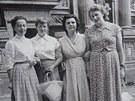 Štefánie Lorándová (úplně vpravo).