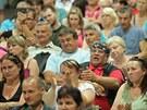 Na veřejnou debatu o problémech obyvatel sídliště Máj dorazilo až osm set lidí.