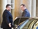 Premiér Nečas přijíždí na Pražský Hrad na prezidentovu rozlučko s vládou.