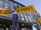 Demonstrace proti bourání Hotelu Praha.