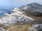 Pohled zvrcholu Hochschwab na plošinu schatou Schiestlhaus