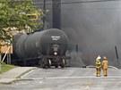 Nad kanadským městečkem Lac-Mégantic se drží hustý dým z exploze a následného