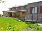 Luxusní vila státního úředníka Romana Bočka leží ve vesnici nedaleko Davle.
