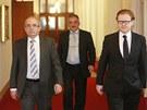 Ministři Kamil Jankovský (vlevo) a Petr Mlsna (vpravo) přicházejí na poslední