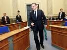 Premiér Petr Nečas přichází na poslední jednání vlády. (3. července 2013)