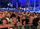 Lidé v Záhřebu slaví vstup Chorvatska do Evropské unie (30. června 2013).