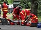 Záchranáři bojují o život devatenáctiletého motorkáře, který havaroval na