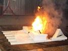 """Kvůli kanálkům v plechu je oheň velmi dobře """"živen"""" kyslíkem, vše jde proto"""