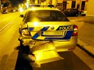 V Michli v Praze naboural řidič BMW do policejního auta.