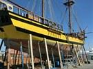 Opravy plachetnice La Grace ve španělském přístavu Sotogrande. (červen 2013)