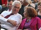 Prezident Milo� Zeman s sebou man�elku nevzal. M�sto toho debatoval s b�valou...
