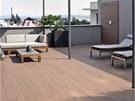 V teplých dnech může rodina využívat 70 m2 velkou terasu jako další obytný