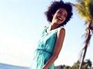 Šaty zprůhledných materiálů mívají všitou neprůhlednou krátkou sukni a horní...