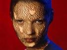 Kate Mossová na fotce Kate Moss in Torn Veil od Alberta Watsona (1993)