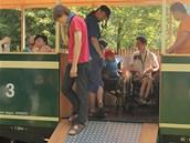 Osoblažské úzkokolejky mohou využívat díky speciální rampě i vozíčkáři.