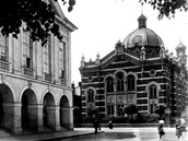 Synagoga v Opavě na začátku 20. století.