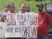 V sobotu odpoledne se na sídlišti Máj sešlo přes 200 Romů. K přítomným hovořil