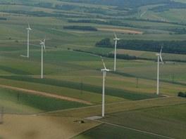 Rakousko nelze ze vzduchu nepoznat - větrníky větrných elektráren jsou v téhle...