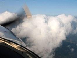 """Tenhle """"rakouský"""" mrak vypadá dramaticky, ale minuli jsme se v klidu a míru...."""