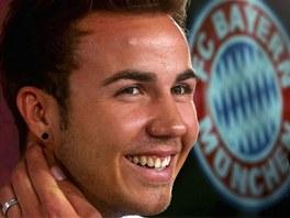Mario Götze na oficiální tiskové konferenci, na níž ho Bayern Mnichov...