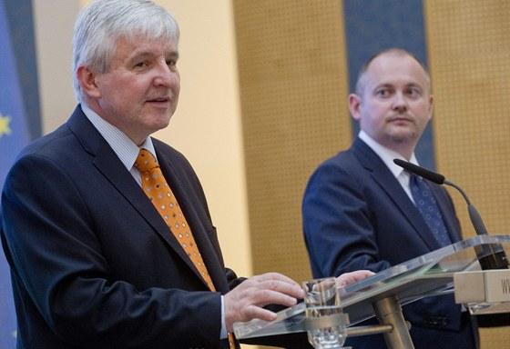Premiér Jiří Rusnok a jihomoravský hejtman Michal Hašek po setkání vlády s