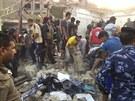 Následky atentátu v iráckém městě Kút. (14. července 2013)