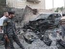 Následky atentátu v irácké Basře. (14. července 2013)
