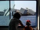 U ostrova Giglio nadále pokračují prác ena vyproštění výletní lodi Costa...