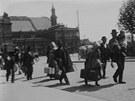 Vystěhovalci z Evropy míří do přístavu v Brémách.