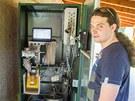 Útroby přístroje. Do automatu se vejdou dva padesátilitrové sudy piva či jiného