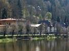 Chátrající lázeňské domy v Kyselce.