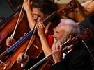 Ani v koncertn� podob� Prosa nechyb� divadeln� prvky, tedy semin��e z Hospody...