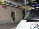 Přepadená pobočka Raiffeisen Bank v Nitranské ulici v Praze (12.7.2013)